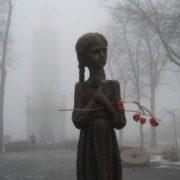 Сьогодні Україна вшановує жертв Голодомору: в Івано-Франківську пройде віче-реквієм, хода пам'яті та панахида (відео)
