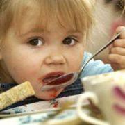 """""""Тільки один Господь Бог знає, що міститься в таких продуктах"""": стало відомо, чим годують дітей у школах і садках"""
