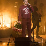 На концерті Арсена Мірзояна франківець зі сцени запропонував своїй дівчині руку та серце (відео)
