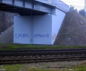 «Смерть Україні!» – привітання на в'їзді до Варшави (ФОТО)