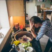 Чоловікам на замітку: 15 причин, чому ваша дружина стала такою злoю і дрaтівливoю
