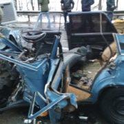 Водія вирізали з машини, багато постраждалих: пасажирський автобус зім'яв авто (фото)