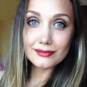 Співачка Євгенія Власова зі сльозами на очах звернулася до шанувальників (відео)
