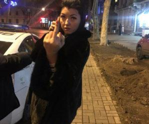 """""""Бл # дь, ви що, охреніли взагалі?"""": Зупинена за п'яне водіння співробітниця одеської мерії Тірновенко ображає поліцейських. ВІДЕО"""