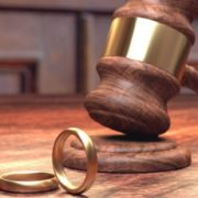 """""""Все буде проходити швидко і безболісно"""": В Україні значно змінили процедуру розлучення"""