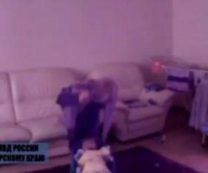 Жахливе звірство: няня жорстоко лупцює 2 місячне немовля (відео)