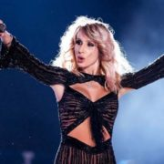 Світлана Лобода сконфузилася під час концерту в Москві: кумедне відео