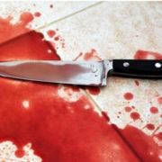 Колота рана: після зауваження патрульному нанесли удар ножем