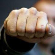 В Івано-Франківську невідомий напав на жінку і намагався задушити