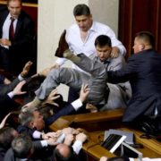 Скандальний депутат БПП  Олег Барна виявився знатним рецидивістом