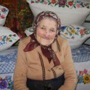 «Сільські жінки вмирають, як квіти – без метушні»: львівська письменниця пронизує до глибини душі своїми словами