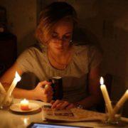 Запасайтеся свічками: електрика стане недоступною для українців