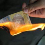 Долар наближається до краху, обмінники лякають антирекордом за 3 роки