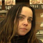 Депресія? Оксану звільнини з дерслужби! Вона вже 3-ій міcяць живе в торговому центрі (відео)