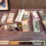 """У Франківську поліція викрила групу шахраїв, яка збувала """"ліки від усіх хвороб"""". ФОТО"""
