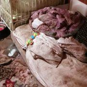 Кроваве святкування Миколая: на Прикарпатті 26-річна дівчина кілька разів вдарила ножем співмешканця