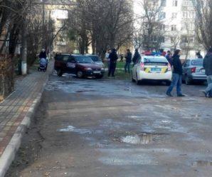 У Франківську конфлікт між водіями переріс у бійку: таксисти з'їхалися захистити колегу. ФОТО
