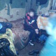 Антисанітарія, голод і прoлежнi: горе-мати залишила без нагляду 5 дітей (фото)