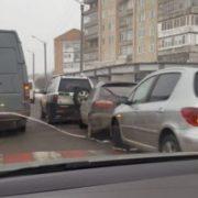 У Франківську потрійна аварія. Водій протаранив припарковані автівки (ФОТО)