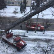 За мить до трагедії: в Івано-Франківську вогнеборці гасили ранкову пожежу. ФОТО