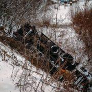 Жахлива ДТП: В обрив разом із фурою злетіли водій та пасажир (Фото)