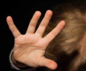Мати жорстоко побила 3-річну дочку, тому що не може знайти свій планшет: відео