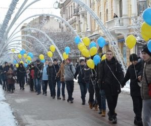 Живий ланцюг на стометрівці: у Івано-Франківську відзначили День Соборності