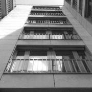 На Прикарпатті 29-річний чоловік вистрибнув з вікна 3-го поверху і вижив
