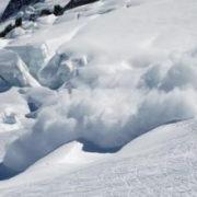 У Карпатах група туристів з Києва попала на лавину
