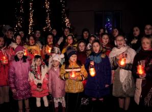 """Діти з Богородчанщини записали зворушливу """"Молитву на Різдво"""" для наших воїнів"""