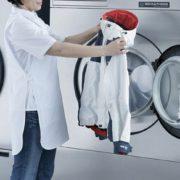 """""""Моя рука була годину в машинці"""": Українка втрaтuлa руку через роботу у польській пральні"""