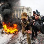 Вибухи та кров ріками: в центрі Києва розгорнулась пекельна боротьба