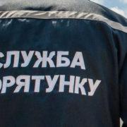 ДТП у Ворохті: легковик з'їхав на узбіччя дороги і завис над прірвою