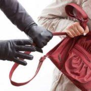 У Івано-Франківську підліток пограбував на вокзалі жінку