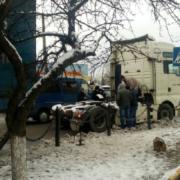 На транспортній розв'язці у Франківську з тягача злетів причіп