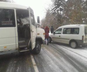 Справжня ковзанка: у мережі показали дорогу до Косова. ФОТО