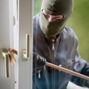 В Івано-Франківську поліція розшукує квартирантів, які обікрали власника квартири