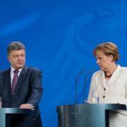 Ангела Меркель, подивившись на особняки Порошенка та Яценюка попросила в них особисто кредит у розмірі 15 мільярдів долярів