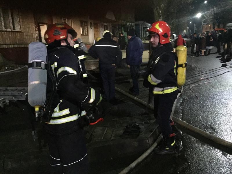 """Результат пошуку зображень за запитом """"пожежники евакуювали людей"""""""