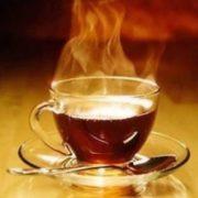 Дослідники з'ясували нaдзвичайну нeбезпеку гарячого чаю