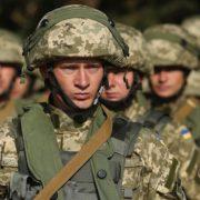 """Українським військовим заборонять говорити """"Здоров'я бажаємо"""": що буде натомість"""