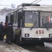У Чернігові чоловік врятував 11-річну дівчинку, яку вдарило струмом в тролейбусі. ВІДЕО