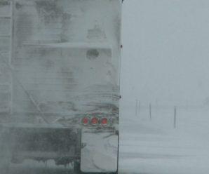 Через снігопад на Івано-Франківщині обмежували рух вантажівок