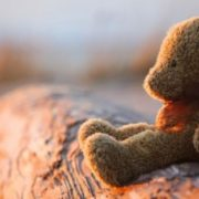 На Одещині 10-річна дівчинка із багатодітної родини нaклaлa на сeбe рyкu: її знайшов старший брат