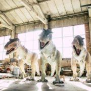 На Прикарпатті скульптор виготовляє мегареалістичних динозаврів (фоторепортаж)