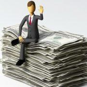 """Бережіть готівку, готуйтеся до гіршого: експерт попередив про """"вбивчу"""" кризу"""