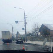 Аварія у Франківську: біля аеропорту не розминулися легковик та вантажівка