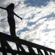 У Франківську 20-річна дівчина стрибнула з мосту