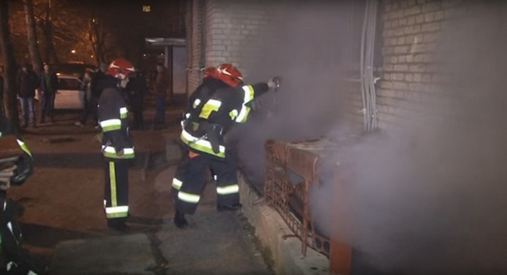 На «Братах» безхатченки вчинили пожежу у підвалі багатоповерхівки