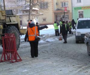 Масштабна аварія у Калуші: на вул. Бандери прорвало трубу (відео)